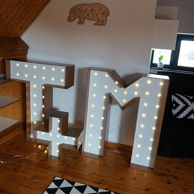 letters T & M